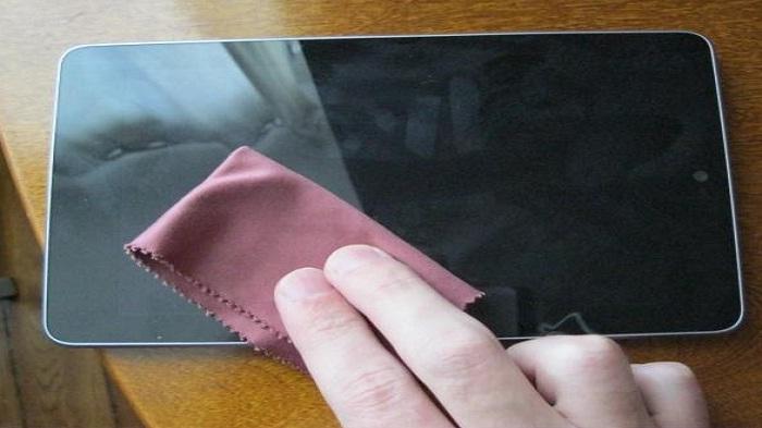 Tips Merawat Layar Smartphone Agar Tampak Kinclong Dengan Bahan Murah Meriah