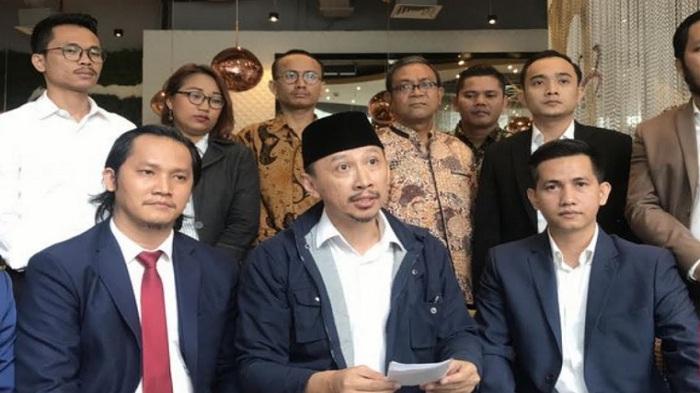 Abu Janda Tuntut Facebook Rp 1 Triliun, Ada Apa?