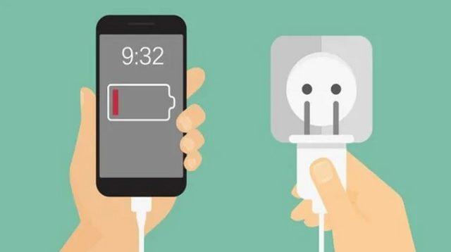 Begini Cara Ngecas Smartphone yang Baik dan Benar